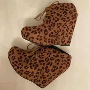 Shi by Journeys Leopard wedge booties